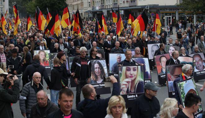 Manifestaţii pro şi contra imigranţilor,în Germania - manifestatii-1535899996.jpg