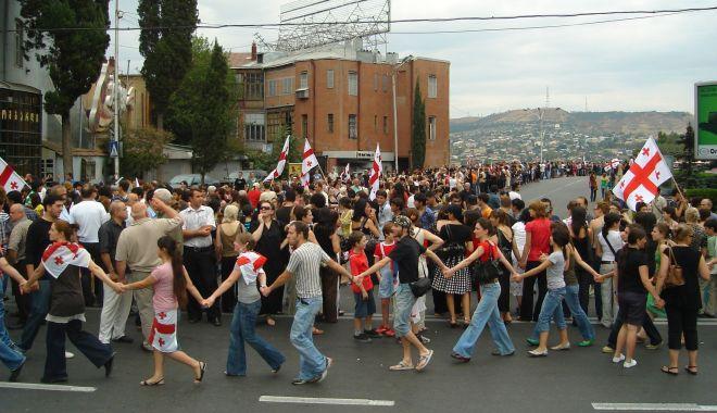 Foto: Manifestaţii la Tbilisi. Vladimir Putin interzice zborurile spre Georgia