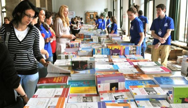 Foto: Manuale  şi programă şcolară noi pentru elevii de clasa a V-a. Începe  tipărirea cărţilor