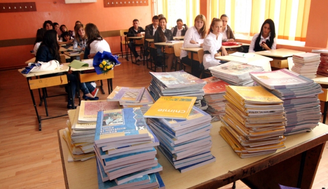 Foto: Ministrul Educației: Manualele de clasa a V-a vor fi în școli luni dimineața
