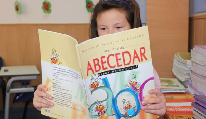 Foto: O nouă licitaţie pentru manualele şcolare