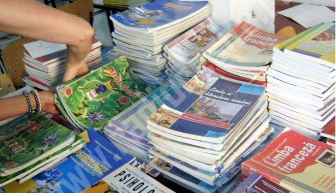 Foto: Manualele de geografie greșite vor fi retipărite! Conţin multiple erori