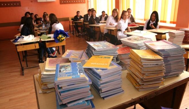 Foto: Manuale gratuite pentru elevii  de clasa a XI-a şi a XII-a