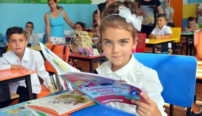 Foto: Livrarea manualelor școlare, pe ultima sută de metri