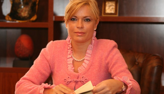 Ce reprezentante ale sexului frumos intră în lupta electorală din Constanţa - manuelamitrea46-1352827574.jpg