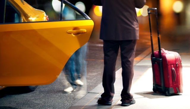 """Foto: APEL DISPERAT DE LA O CONSTĂNŢEANCĂ! """"URGENT! Tatăl meu şi-a uitat borseta cu 100 milioane, telefon, acte, într-un taxi"""""""
