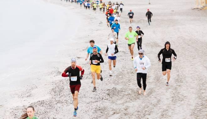 Foto: Eveniment unic în lumea sportivilor din Europa. Sute de participanţi, la Maratonul Nisipului din Mamaia