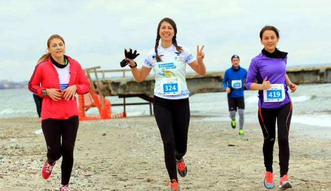 Foto: Maratonul Nisipului aduce la start peste 700 de alergători români şi străini
