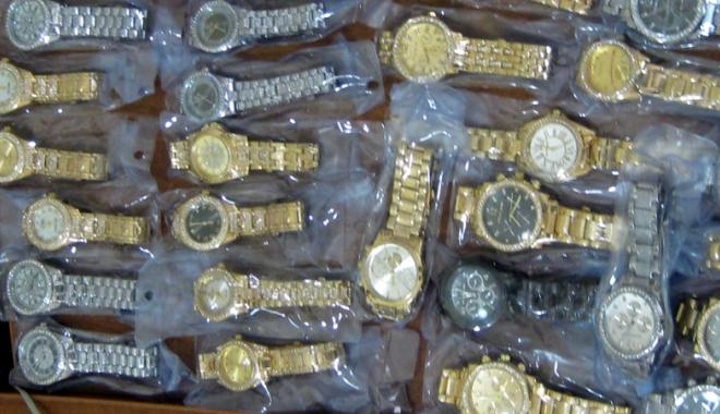 Foto: Mărfuri contrafăcute, confiscate în Portul Constanţa