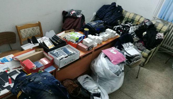 Foto: Mărfuri contrafăcute, confiscate de poliţiştii de frontieră