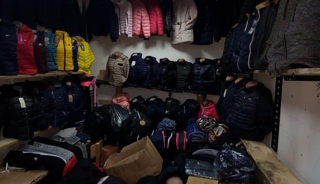 Foto: Mărfuri contrafăcute, de peste 100.000 de euro, confiscate de inspectorii antifraudă