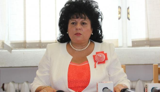 Foto: Cine o mai poate clinti pe Mariana Gâju? Primăriţa din Cumpăna, realeasă în fruntea primarilor de comune