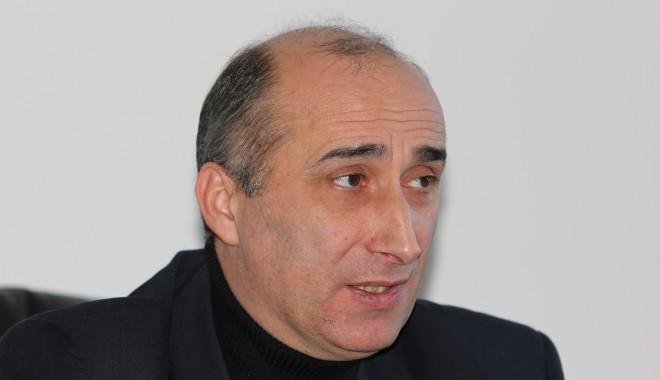 Prorectorul Marian Cojoc depune oficial candidatura - mariancojoc38-1328638437.jpg