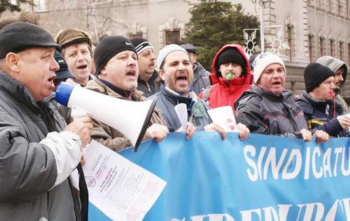 Foto: Marile confederaţii sindicatele ies la rampă cu declaraţii