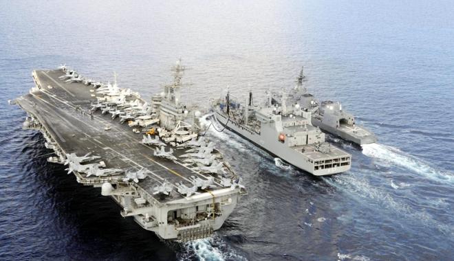 Foto: Marina SUA, manevre comune efectuate  de trei  portavioane americane  în Pacific