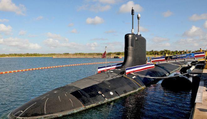 Foto: Marina militară americană introduce în serviciu  un submarin nuclear din clasa Virginia