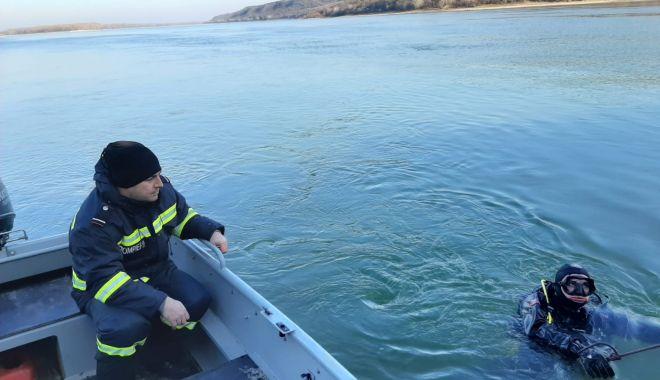 Foto: Căutări sistate în cazul marinarului căzut peste bord, în Dunăre