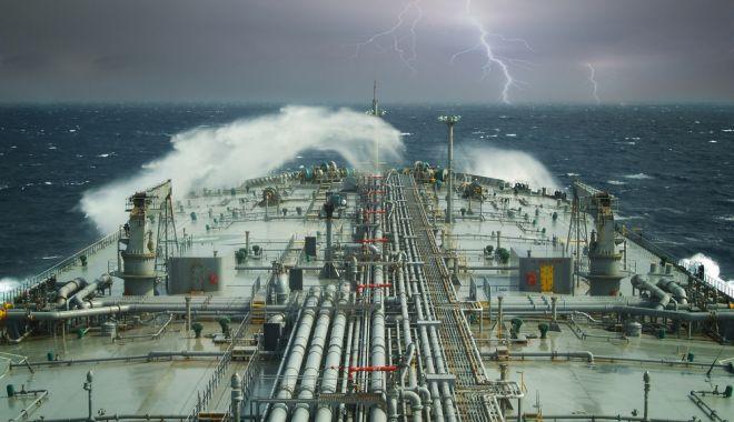 """Foto: Marinarii, buni doar pentru plata impozitelor? """"Suntem conduşi de toţi naufragiaţii societăţii!"""""""