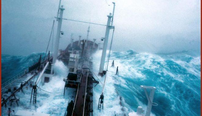 """Foto: Viaţă furată de mare! Marinar străin în propria casă: """"Tati, de ce pleci iar?"""""""