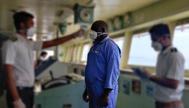 Foto: Stres, oboseală și frică de infectare, pe bulk-carrier! Navigatori amenințați cu concedierea!