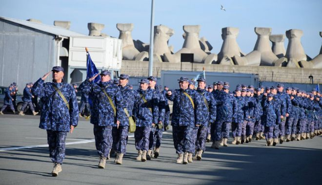 Marinarii militari îl cinstesc pe Eminescu, la Iași, la teiul din Parcul Copou - marinariimilitari-1547567232.jpg