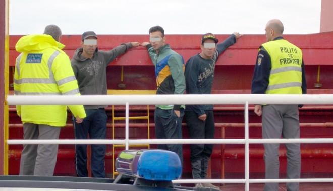 Foto: Marocani opriţi din drumul spre Marea Britanie
