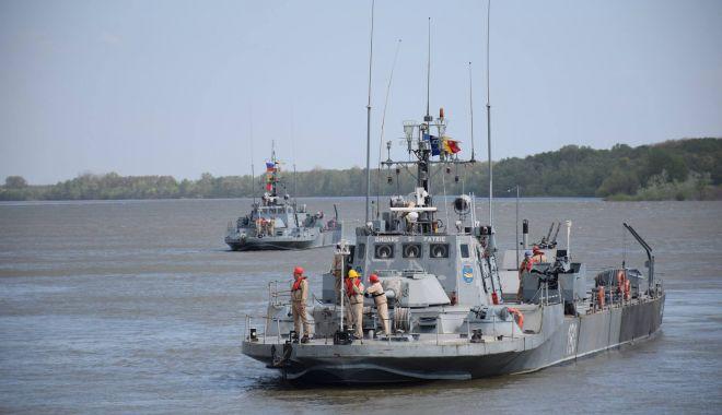 Foto: Marş de instrucţie pe Dunăre pentru Forţele Navale Române