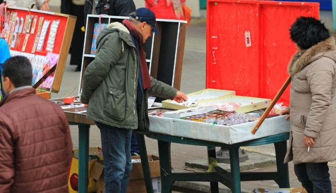 Foto: Primăria Constanţa primeşte dosarele pentru vânzarea mărţişoarelor