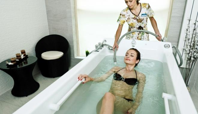 Foto: Masajul subacval, metoda de nota 10 care vindecă şi relaxează