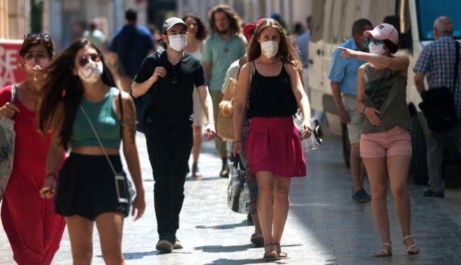 Foto: Purtarea măștii ar putea deveni obligatorie și în aer liber. Orban: Discutăm această posibilitate