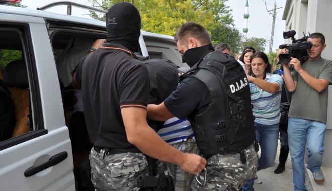 Foto: CUTREMUR ÎN POLIŢIA CONSTANŢEI! Trei ofiţeri de la Crimă Organizată, ARESTAŢI pentru molestarea unui procuror