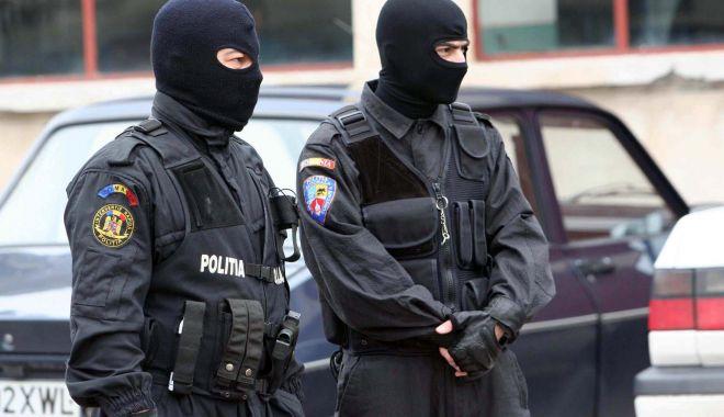 Foto: Percheziţii de amploare! Sunt vizate grupări infracționale specializate în contrafacere