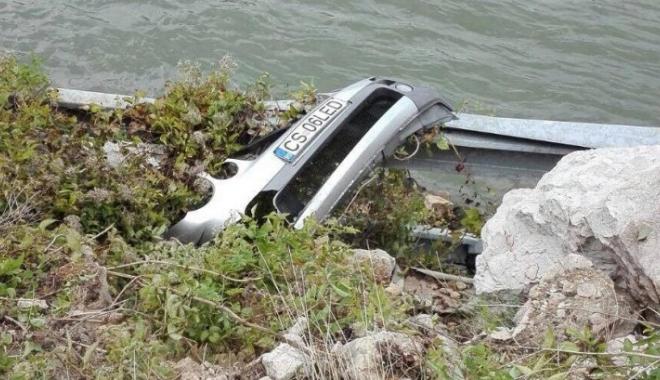 Foto: Detalii tulburătoare despre familia care a plonjat cu mașina în Dunăre.Vehiculul a fost scos din apă