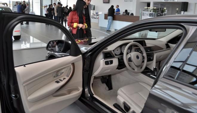 Foto: Constănţenii vor merge la Bucureşti pentru o maşină nouă. Dealerii  auto locali îşi prevestesc sfârşitul