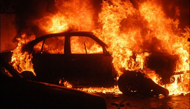 Foto: ÎNGROZITOR. Un bărbat a ars de viu în propria maşină