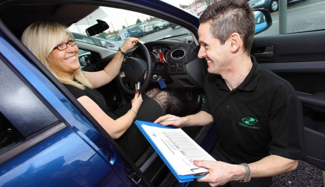 Atenţie şoferi / Maşinile cu volan pe dreapta, pericol real pe şoselele Constanţei - masina4-1321389165.jpg