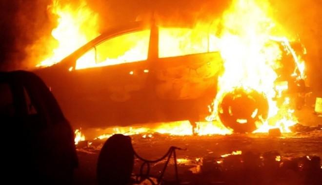 Foto: Autoturism incendiat la Eforie Nord