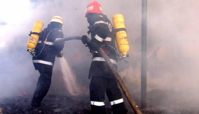 Foto: Accident teribil în Constanţa. S-a răsturnat cu maşina şi a luat foc