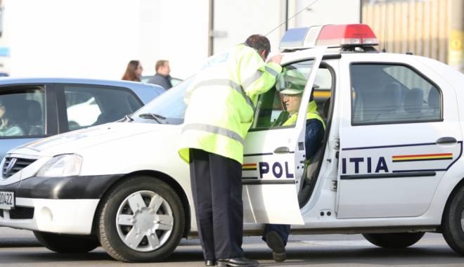 Foto: Prins în timp ce conducea un autoturism cu ITP fals