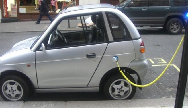 Foto: Vrei să-ţi cumperi o maşină? Iată ce reduceri   şi avantaje ai dacă alegi una electrică