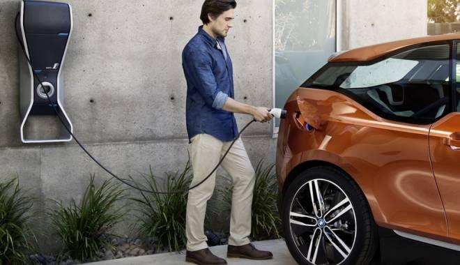 Foto: S-au dublat vânzările de maşini electrice şi hibride, în România