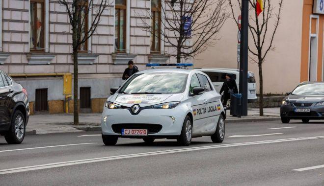 Foto: Orașul din România în care polițiștii patrulează cu maşini electrice