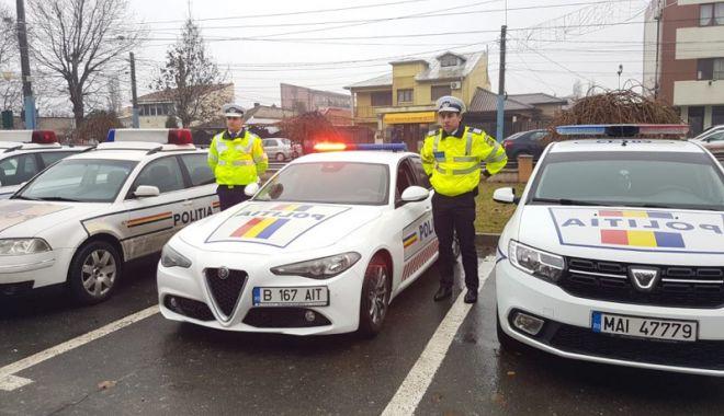 """Foto: Cadou pentru poliţiştii constănţeni: un bolid cu sute de cai putere, pentru a-i """"fugări""""  pe vitezomani"""