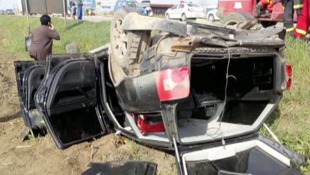 Foto: S-AU RĂSTURNAT CU MAŞINA! Sunt patru victime!