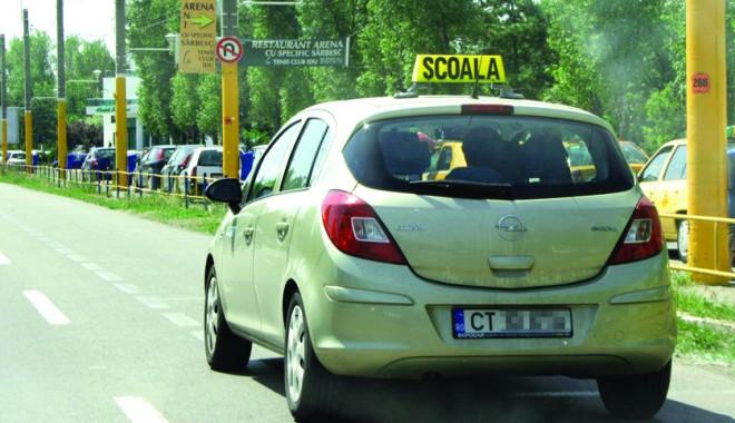 Foto: Cum le mai merge şcolilor de şoferi din Constanţa. Măresc preţurile?