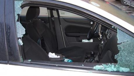 Foto: Au spart cinci maşini într-o noapte