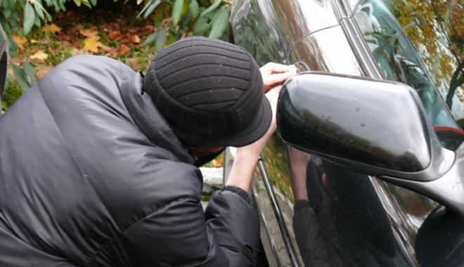 Maşini sparte pe bulevardul 1 Mai din Constanţa. Autorii, reţinuţi - masini-1492794387.jpg