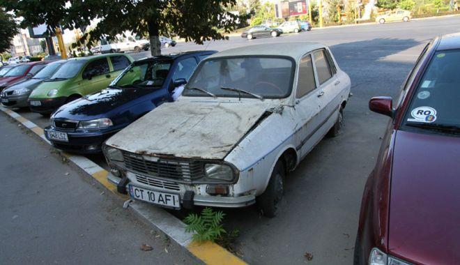 Foto: Primăria Constanța începe acţiunea de ridicare a maşinilor abandonate