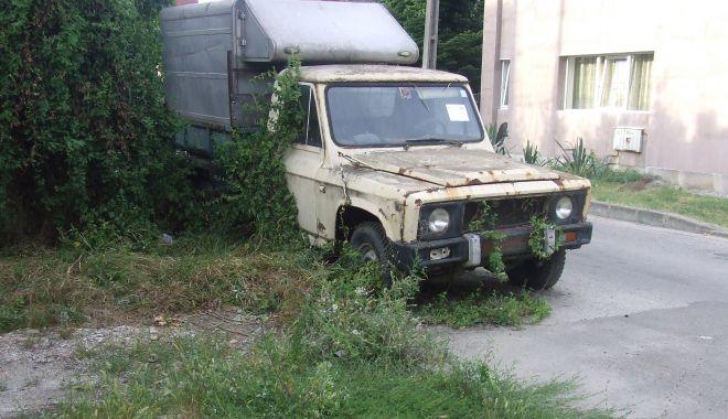 Foto: Mașinile abandonate, în atenția Primăriei Constanța