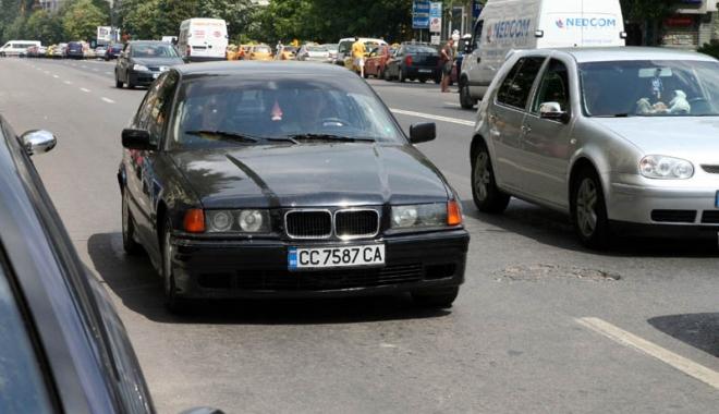 Foto: Lovitură NEAŞTEPTATĂ pentru şoferii români. Maşinile înmatriculate în Bulgaria care nu au asigurare RCA vor fi radiate automat